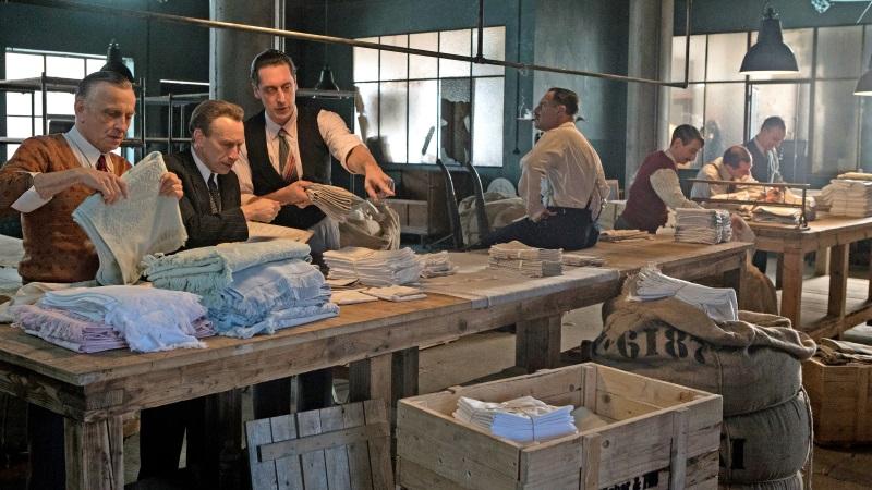 Die »Teilacher« packen Wäschepakete für ihre deutsche Kundschaft © 2017/ IGB Films / Fabrizio Maltese