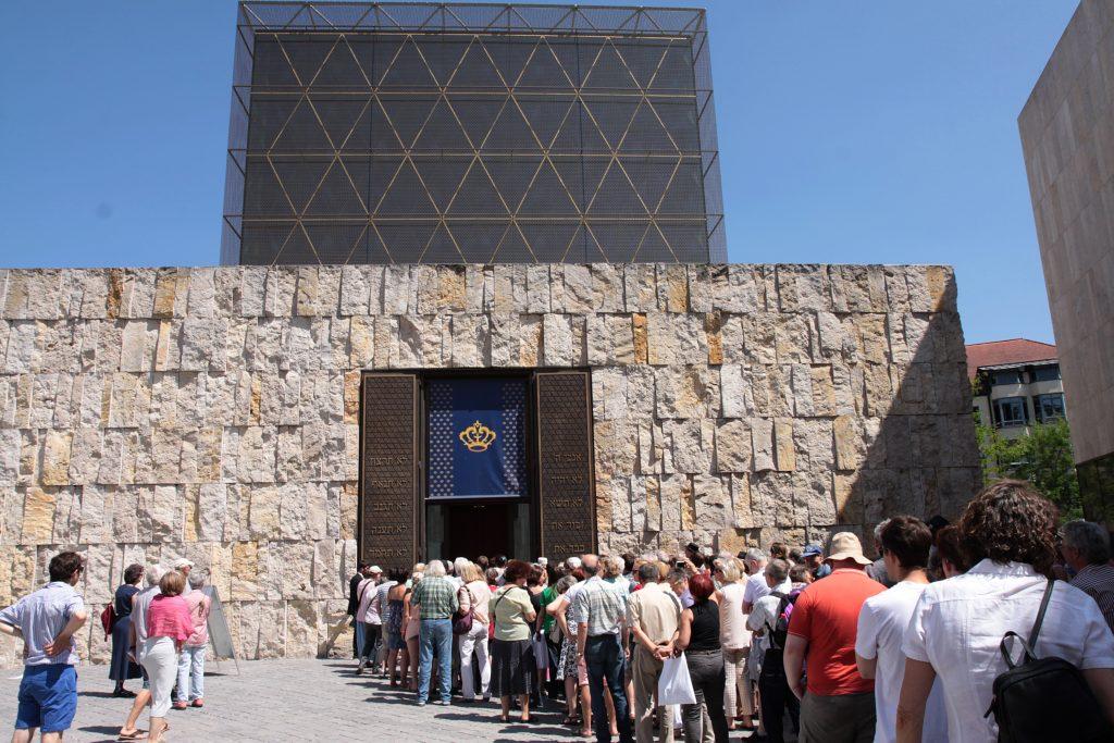 Warteschlange vor der Ohel-Jakob-Synagoge © Marina Maisel