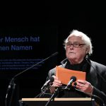 Durch das Verlesen aller Namen soll die Erinnerung wachgehalten werden, sagte der Regisseur Michael Verhoeven © Marina Maisel