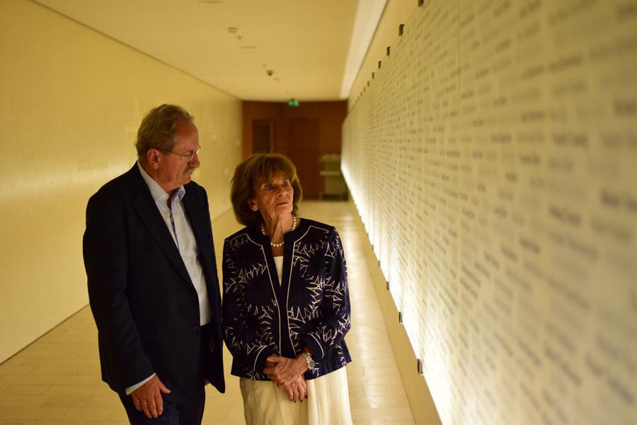 Charlotte Knobloch & Christian Ude im »Gang der Erinnerung« im Jüdischen Gemeindezentrum, München © HISTORY