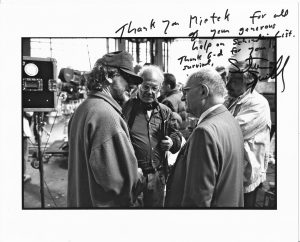 3a Steven Spielberg & Mietek Pemper bei Dreharbeiten in Krakau2